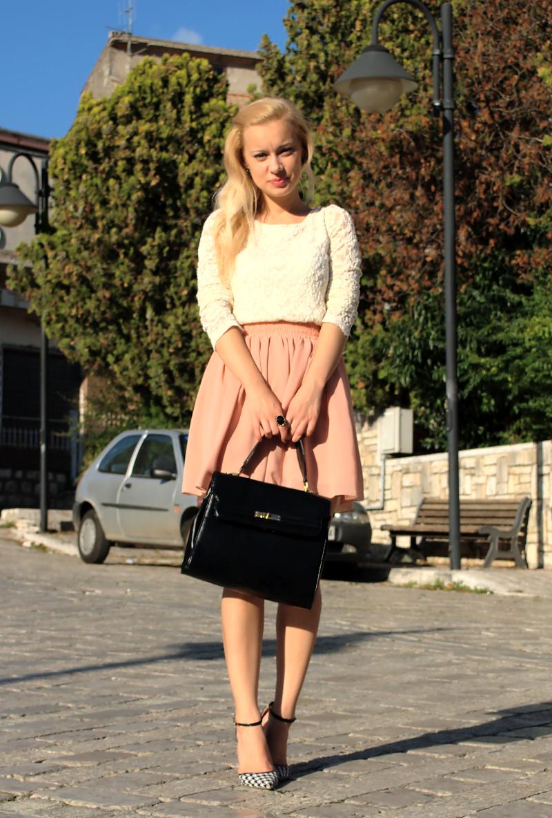 Una gonna pesca per un outfit romantico Teresa Morone theFashiondiet