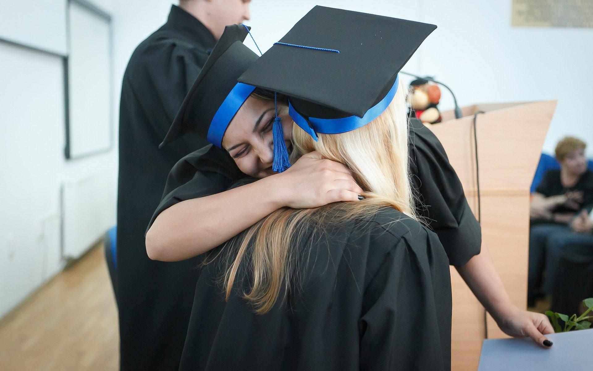 look laurea, outfit perfetto per la laurea, come vestirsi alla laurea,