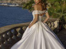 Come scegliere l'abito da sposa in base al fisico e alla personalità