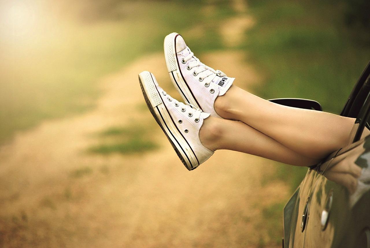 Gambe pesanti e gonfie: 8 rimedi che dovresti conoscere assolutamente